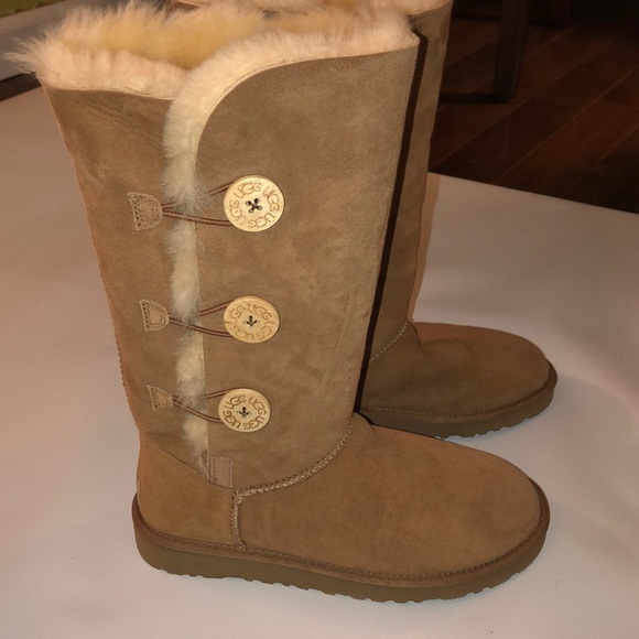48f157d2598 NWOT UGG Bailey boots